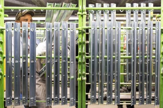 Fabrication   Ball bearing slides   Thomas Regout International B.V.